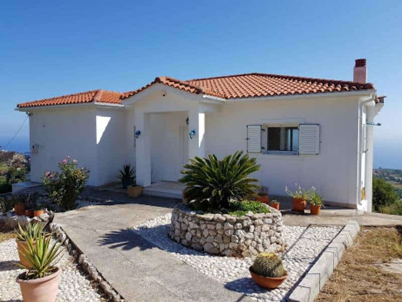 Villa for sale in Markopoulo